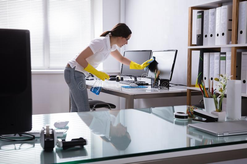 Cleaning companies have attractive features to hire for your home or office