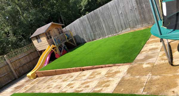 Safe and easilymaintained Artificial Grass for homes and gardens