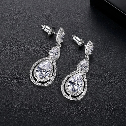Find Out Your Perfect Wedding Earring From The Wedding Garter
