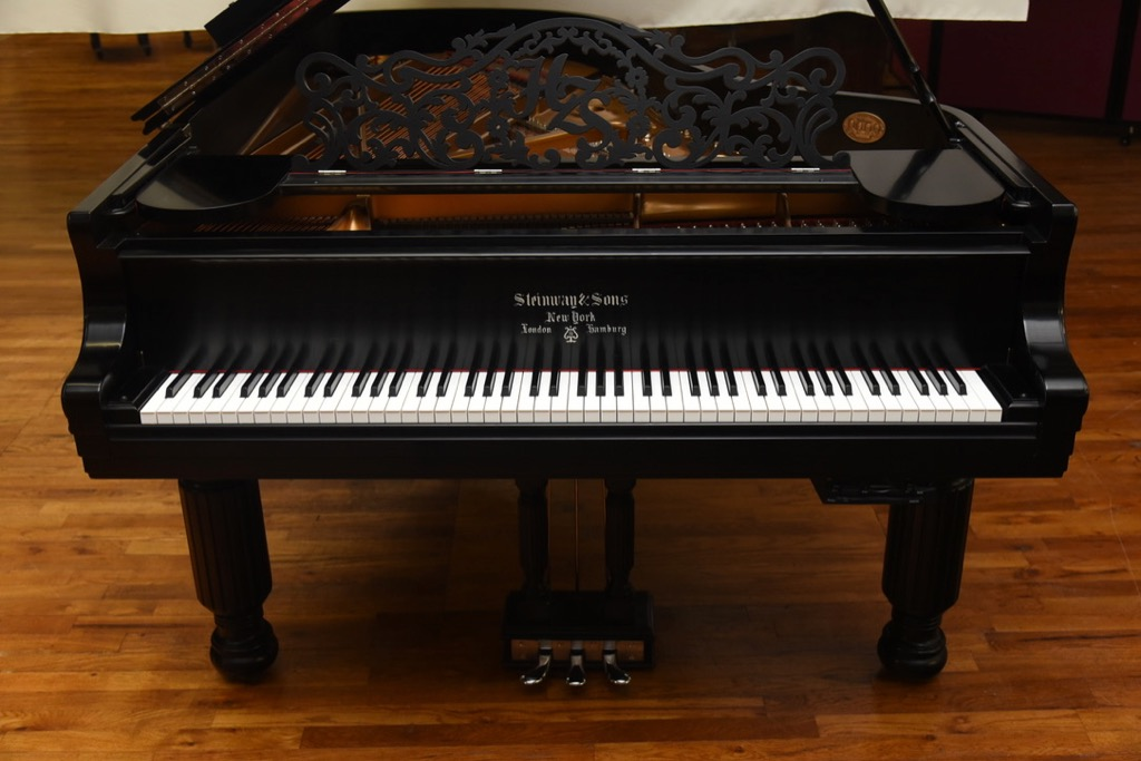 Get Steinway grand piano at the lowest price